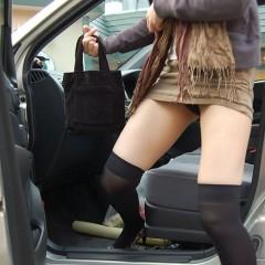 車とミニスカート