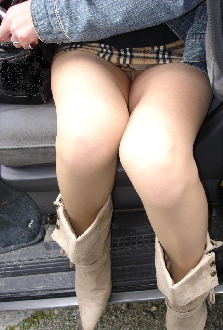 膝とパンチラん