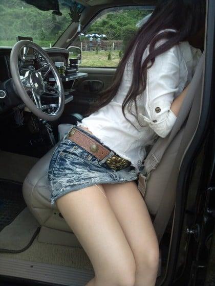 細身の美脚とドライブ
