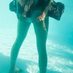 水中の脚も